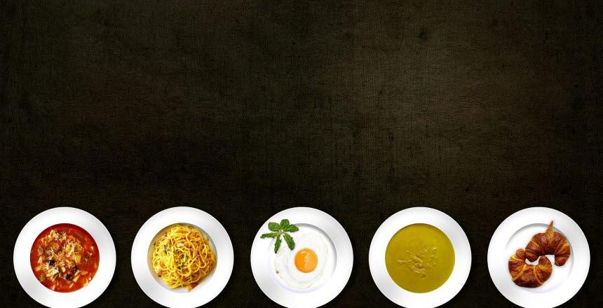Bild med 5 tallrikar med olika maträtter på.