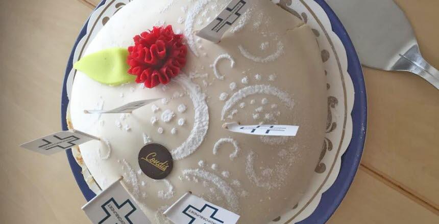 Tårta med ros och text Vårdförbundet