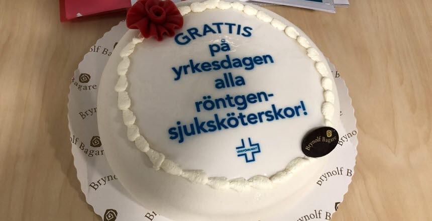 Tårta med blå text