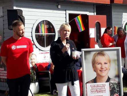 Margot Wallström talar på ett torg i Karlskrona