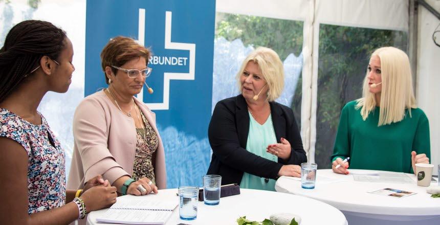 Representanter från Vårdförbundet frågar ut politiker Camilla Walterson Grönvall från Moderaterna