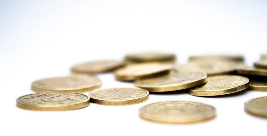 Mynt och pengar i hög