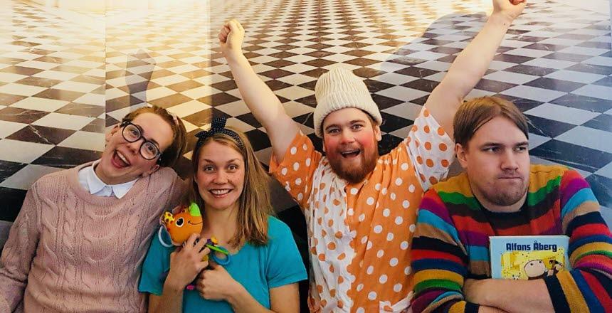 fyra glada skådespelare